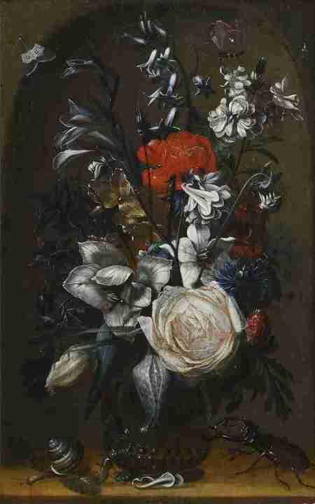 Váza s květinami v nice